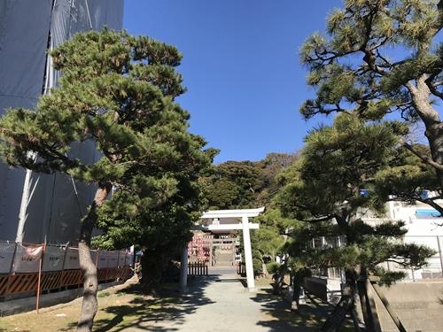 琵琶島神社から瀬戸神社を見る