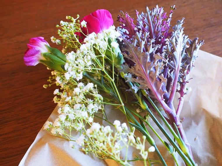 花の包み紙を開いたところ